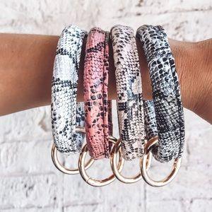 Accessories - NEW ✨Snake Skin Key Ring Bracelets keychain o ring
